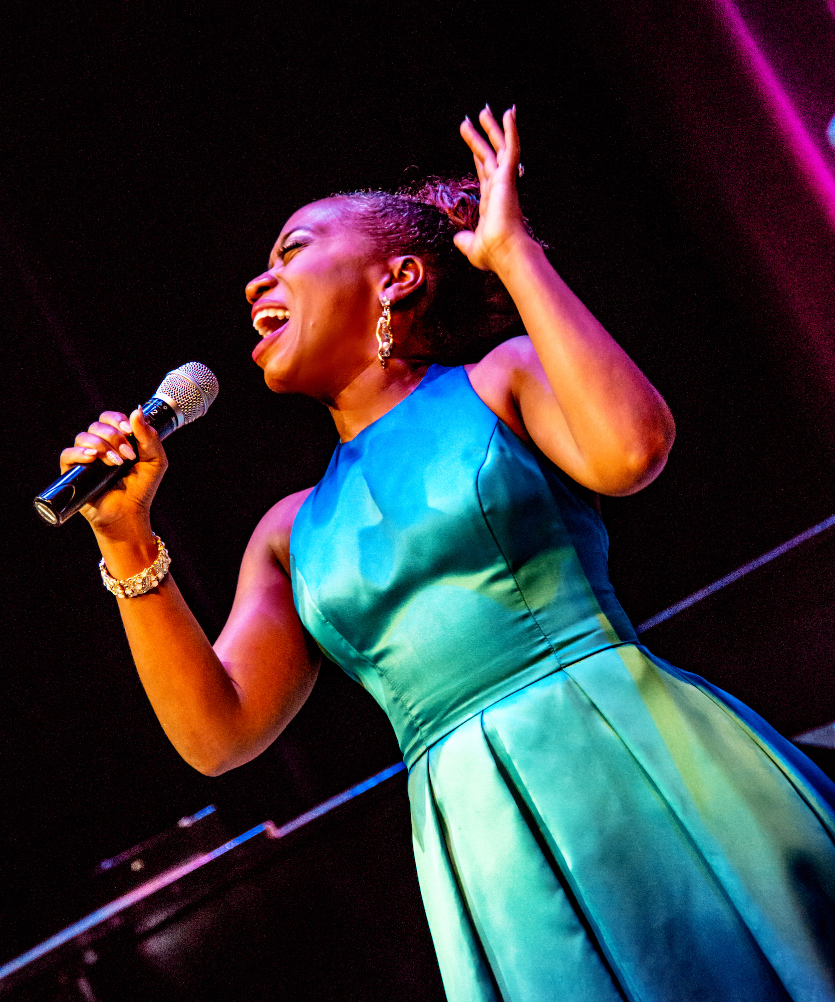 I Gotta Right To Sing the Blues. Alexis J Roston singing Ella Fitzgerald. Artists Lounge Live.